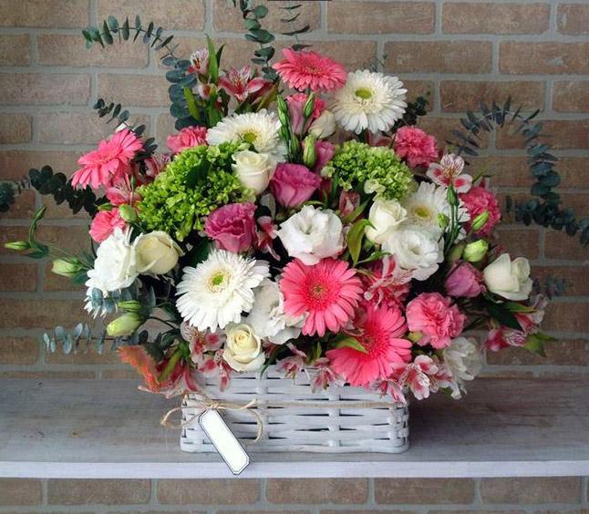 Centro De Mesa Regadera Con Flores Arreglo Floral Centro