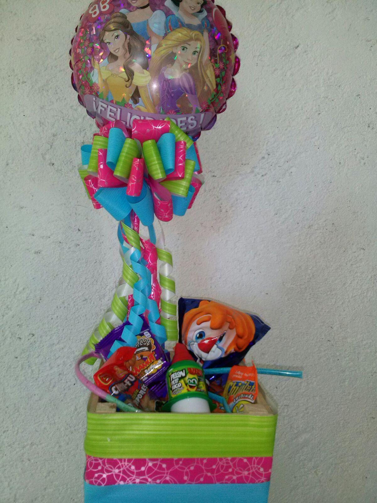Centros de mesa con globos centros de mesa de globos for Arreglos de mesa con dulces